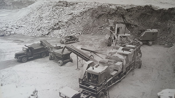 1940s Old Crushing Equipment