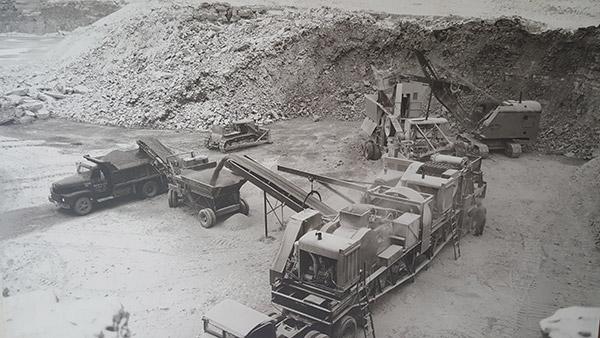 1940s Old Crushing Equipment